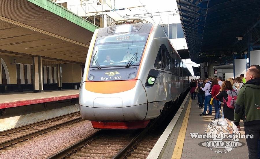 украинските-железници-киев-лвов-влак