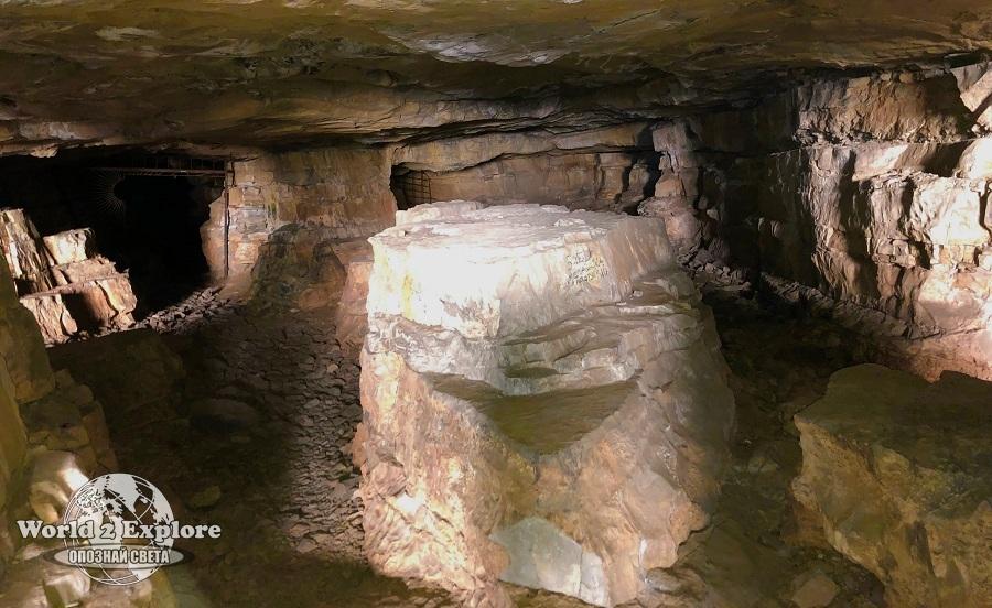 лакатник-темната-дупка-пещера