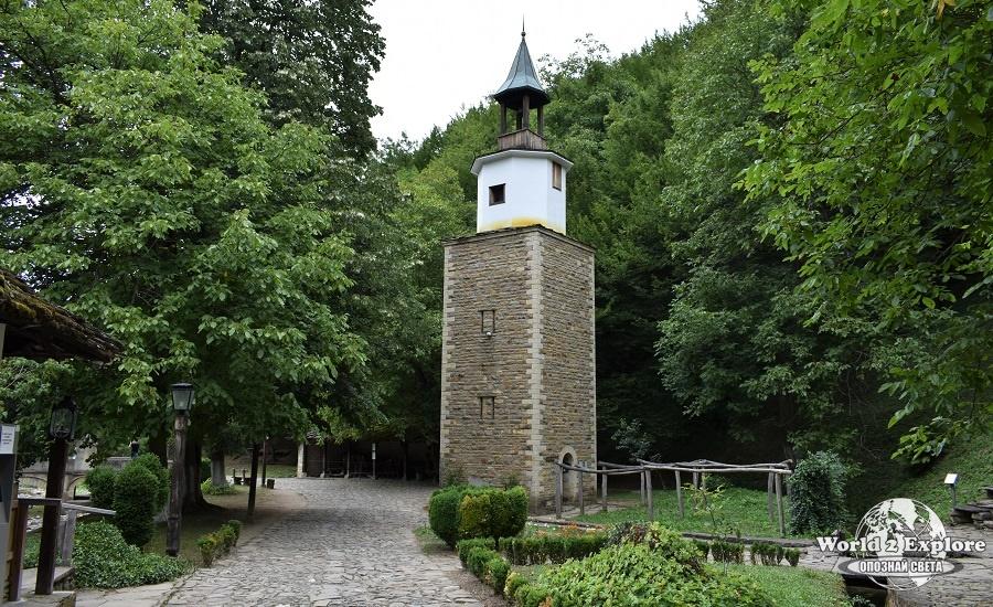 """Часовниковата кула в музея """"Етър"""""""