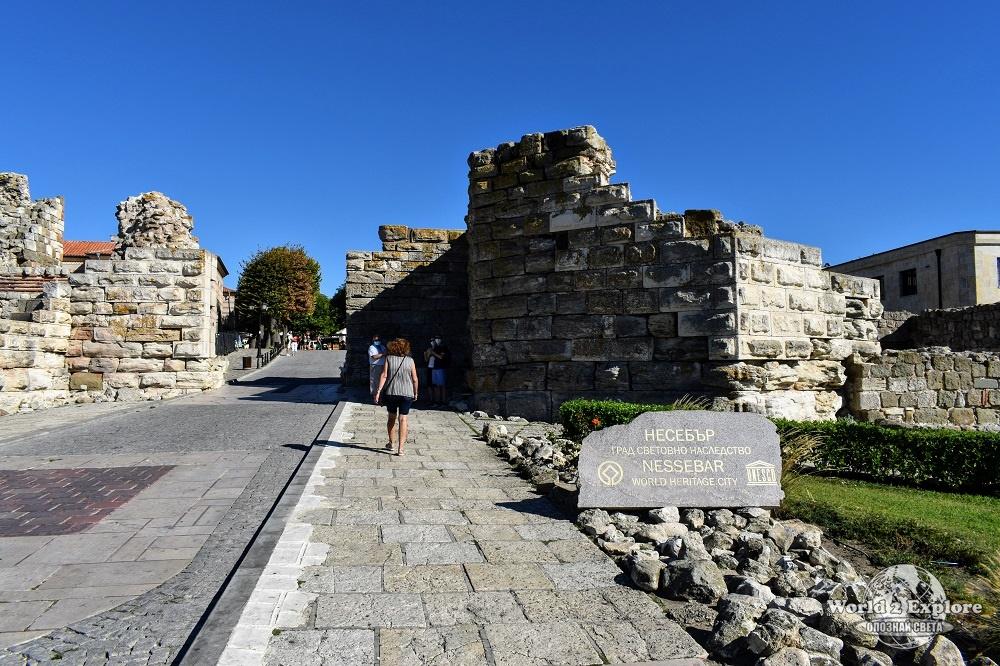 Крепостните стени на Несебър