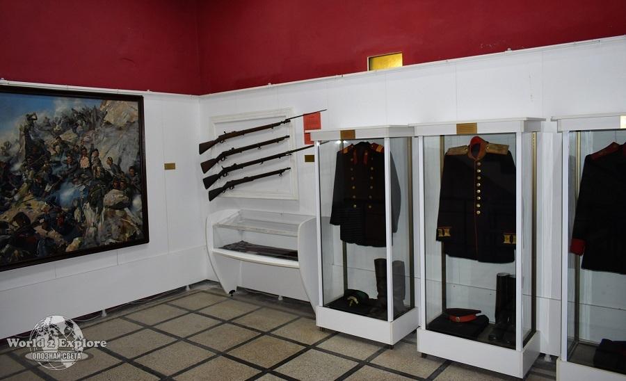 Тя включва богата колекция от ордени и медали, снимков и документален материал, лични вещи на участници в боевете, оръжие.